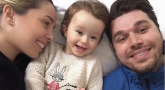Një surprizë e ëmbël në shtëpinë e Alban Skënderajt dhe Miriam Canit