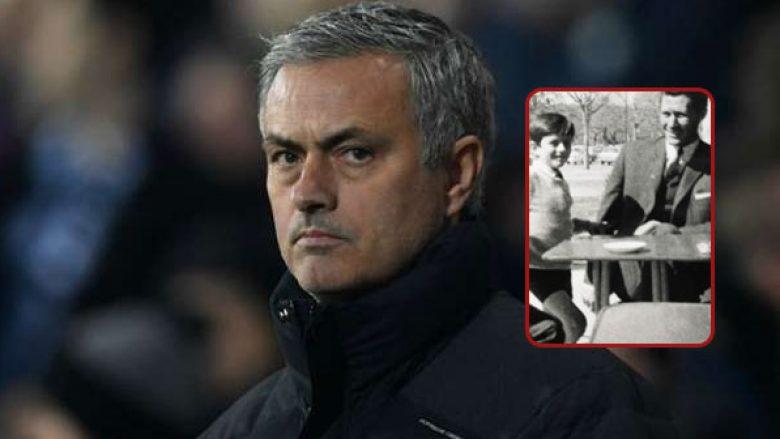 Ka ndërruar jetë babai i Mourinhos