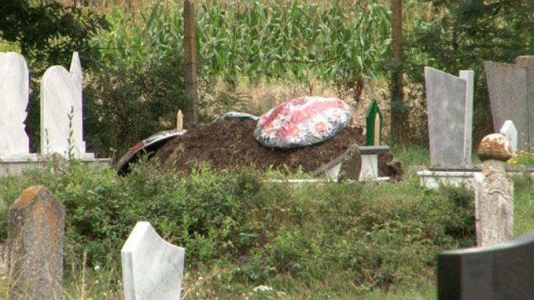 Varrosen katër anëtarët e vrarë të familjes Sulejmani në Gllumovë