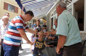 Info Shqip: Gruevski në zemër të Shipkovicës, mori dhe mirënjohje ! Pse?