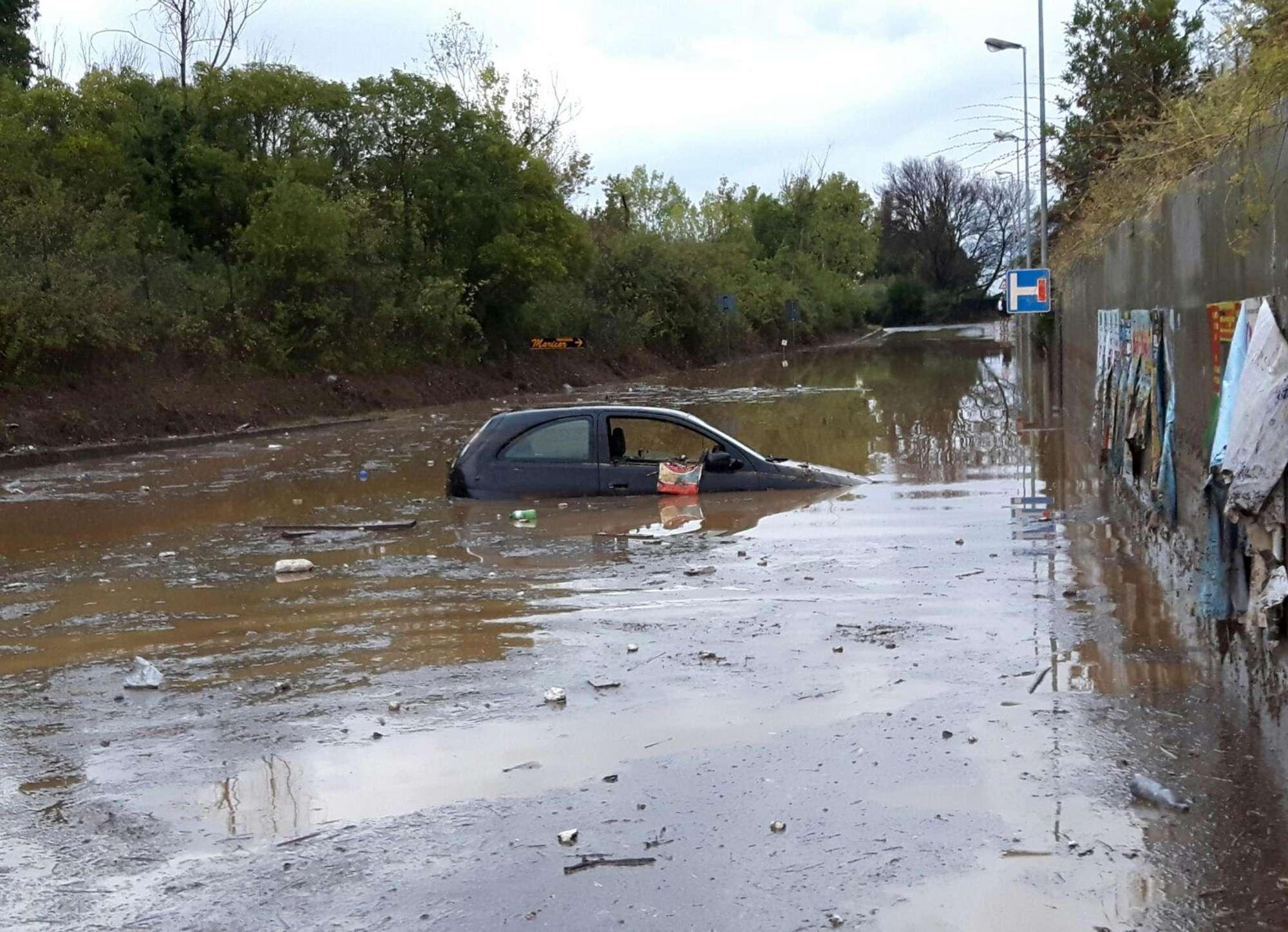 Përmbytje në Itali, të paktën 6 të vdekur dhe 2 të zhdukur (FOTO) - InfoShqip.com
