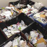 Info Shqip: Postieri fsheh gjysmë ton dërgesa postale në garazhin e tij