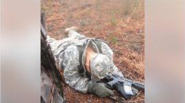 """Info Shqip: Kapet """"mat"""", duke fjetur gjatë stërvitjeve ushtarake, shiko reagimin e komandantit të tij! (VIDEO)"""