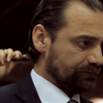 Info Shqip: Rrëzohet në teatër, aktori i madh shqiptar përfundon në kirurgji