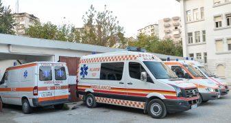 Info Shqip: Ngjarje e rëndë, 30-vjeçari hidhet nga kati i katërt i pallatit
