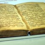 Info Shqip: Turqi, në muze ekspozohet Kur'an-i tetëshekullor i shkruar me dorë