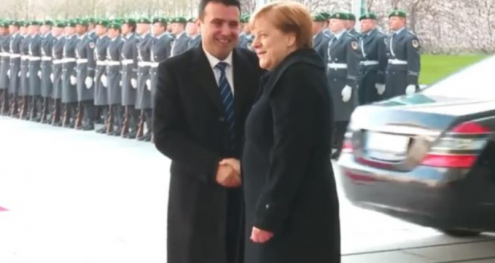Info Shqip: Merkel e pret me ceremoni shtetërore kryeministrin Zoran Zaev (VIDEO)