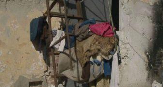 """Info Shqip: """"Hamë çfarë gjejmë në plehra… edhe vajzës së vogël ashtu i japim, s'kemi çfarë të bëjmë"""""""