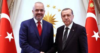 Info Shqip: Shqipëria duhet të zgjedhë midis BE-së dhe Turqisë