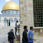 Info Shqip: Qindra hebrenj të shoqëruar nga policia izraelite bastisin xhaminë Aksa