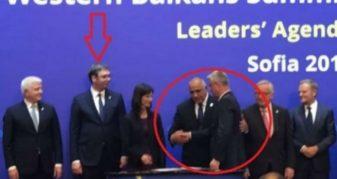 Info Shqip: Ky është momenti kur presidenti bullgar 'detyron' Thaçin t'i shtërngojë duart me Vuçiqin