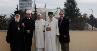 Info Shqip: Krerët e komuniteteve fetare në Shqipëri, letër Merkelit dhe Makronit: Hapni negociatat