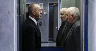 Info Shqip: Mburrja e këshilltarit të Thaçit me varrimin e Hilmi Haradinajt: Asnjë fjalë arabe