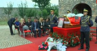 Info Shqip: Fjalët prekëse të Daut Haradinaj për babain e tij: Pusho në qetësi plak! (VIDEO)