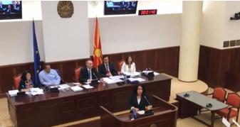 Info Shqip: Grubi në konflikt verbal me deputeten e VMRO-DPMNE-së (VIDEO)