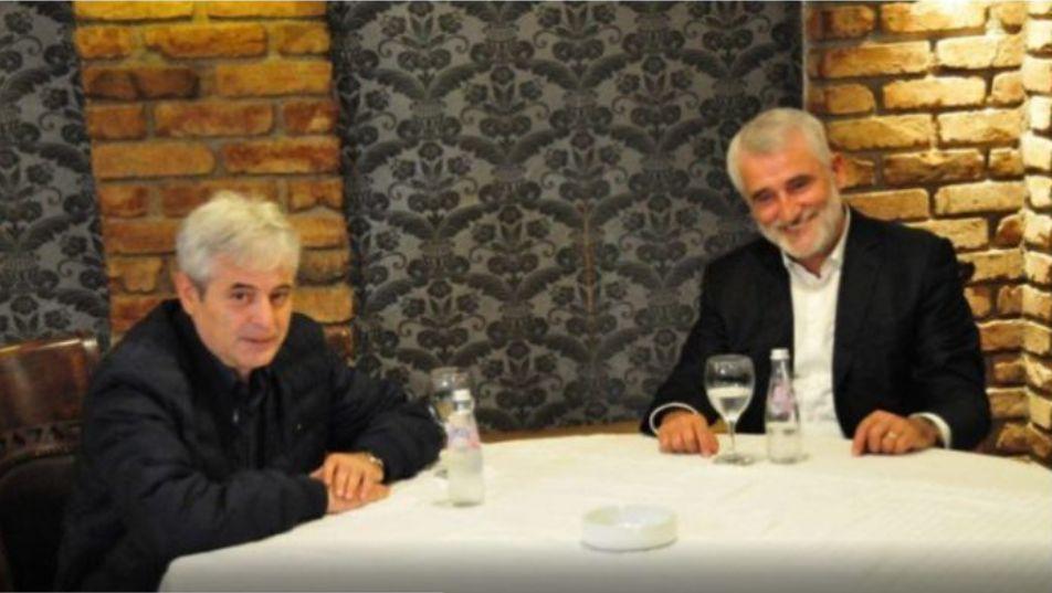 Dueti Ahmeti dhe Thaçi  Komandat Hoxha tallet dhe i quan  Motrat Mustafa