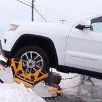 Info Shqip: Pajisjet e mahnitshme për rrotat e makinave që mposhtin çdo dimër të ashpër (VIDEO)