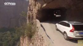 Info Shqip: Në një rrugë të tillë a do kalonit me veturë? (VIDEO)