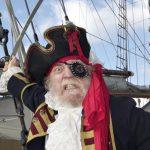 Info Shqip: Pse piratët mbyllin vazhdimisht njërin sy? Ja cila mund të jetë e vërteta