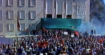 Info Shqip: Tiranë, protestuesit tentojnë të hyjnë në objektin e Kryeministrisë