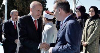 Info Shqip: Fatmir Limaj dhe Erdogan shtrëngojnë duart në shënimin e përvjetorit të Çanakkalasë