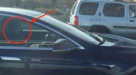Info Shqip: Vetura ecën me shpejtësi 120 km/h ndërsa shoferi fle gjumë (VIDEO)
