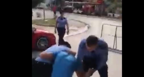 Info Shqip: Kosovë, godet me shuplakë policin në detyrë, arrestohet brutalisht nga policia (VIDEO)