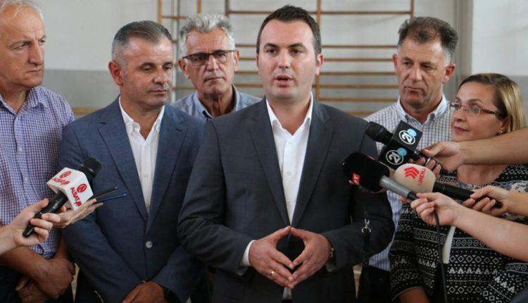 A do të rriten rrogat e arsimtarëve  Ministri Ademi në fundjavë do të takojë sindikalistët