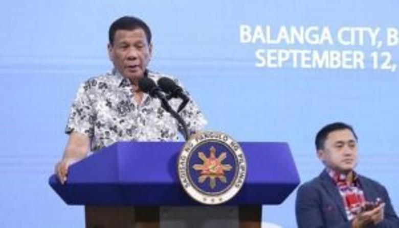presidenti-i-filipineve-fton-qytetaret-te-qellojne-me-arme-cdo-pushtetar-te-korruptuar