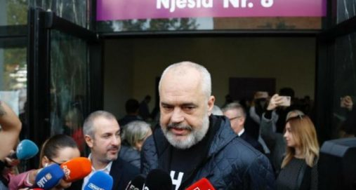 "Info Shqip: Edi Rama i'a arriti ""qëllimit"", mjekra e tij si ajo e Ismail Qemalit (FOTO)"