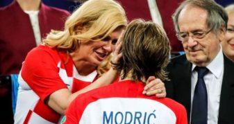 Info Shqip: Presidentja kroate sërish hit në internet, sërish reagojnë serbët (FOTO)