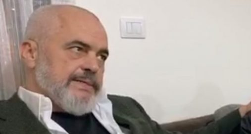 Info Shqip: Pasi e urdhëroi të lyejë shkallët, Rama tallet me Veliajn: Shkëlqekan muret, shkëlqekan
