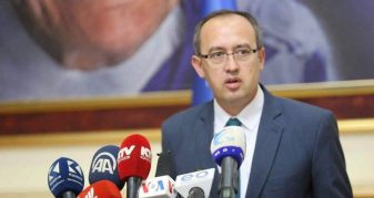 Info Shqip: Hoti jep garanci: Kufijtë s'preken, dialogu po