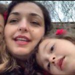 Info Shqip: Vjosa Osmani më e lumtur se kurrë, këndon së bashku me vajzat e saj (VIDEO)