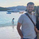 Info Shqip: Labinot Tahiri sjell foto me bashkëshorten nga Ksamili: Duke e shijuar virusin siç po ik prej pushimeve