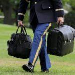 Info Shqip: Si funksionon valixhja e zezë që mban me vete çdo president i SHBA-së