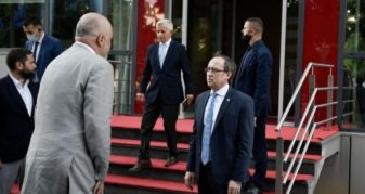 Info Shqip: Rama dhe Hoti dakordohen që mbledhja e dy qeverive të mbahet në shtator