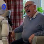 Info Shqip: Britania bën një tjetër hap, robotët do të përdoren në shtëpitë e kujdesit për të kaluar vetminë