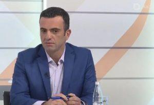 Info Shqip: Nuk është turp të tregosh se vjen nga një vend ku dëgjohet Ezani, por të votosh 20 vite hajnat e njejtë
